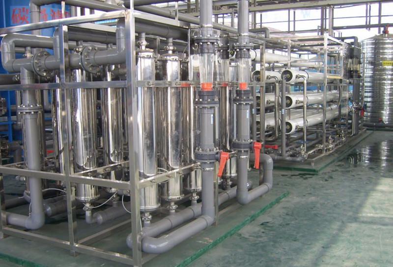 化工行业中的高纯水主要应用于电池行溶剂用纯水、化学分析、化工材料、产品清洗、物质的分离、浓缩、提纯,废物回收等场合的用水,对于水质要求相对来说不是太高,纯水电导率从0.1uS/cm-20uS/cm就基本上能满足要求。我们公司可根据客户对水质的具体要求,采用反渗透,离子交换,EDI等超纯水生产工艺的不同组合,生产出即经济实用,又